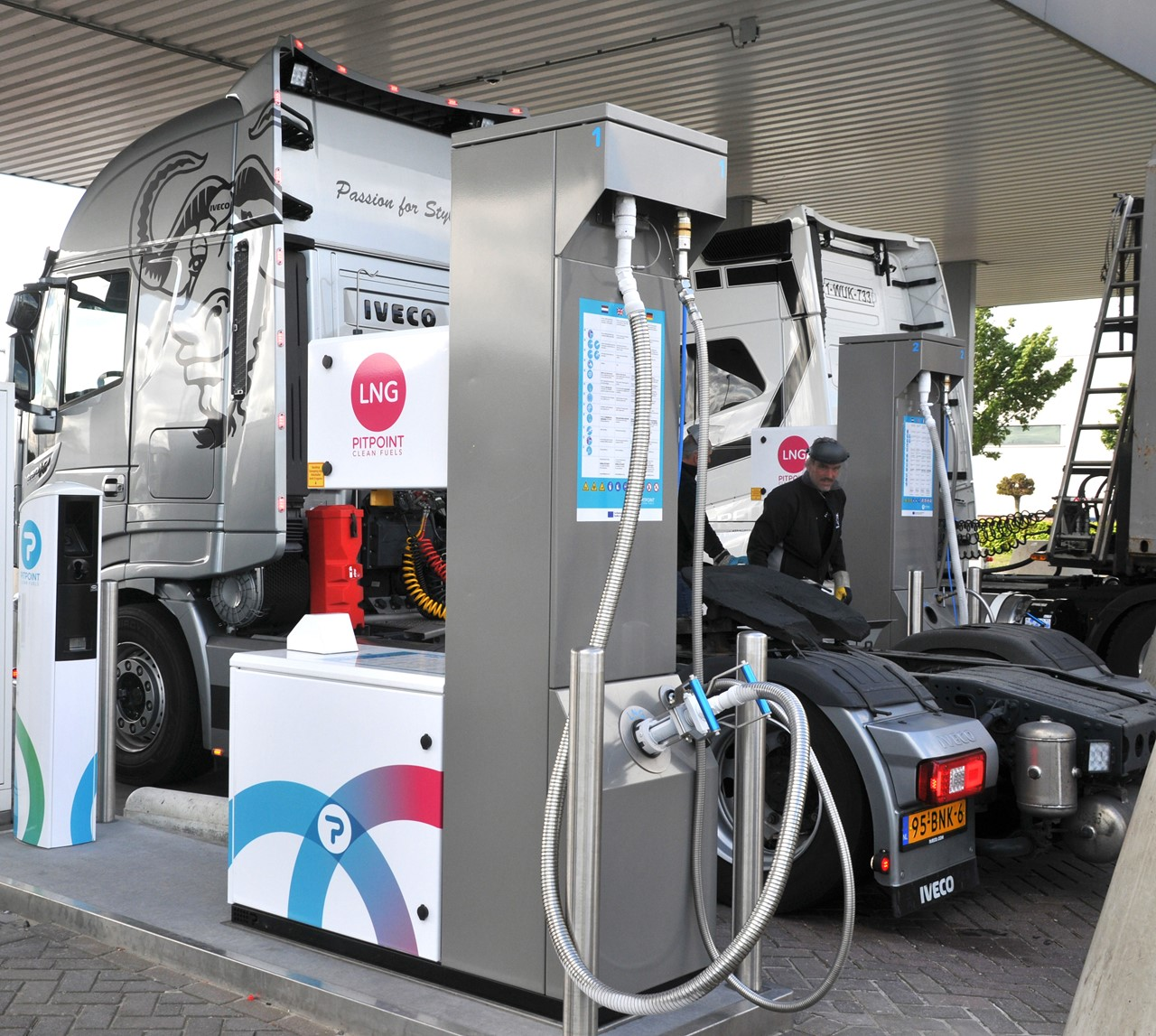 Jaks Trucking at the new LNG station